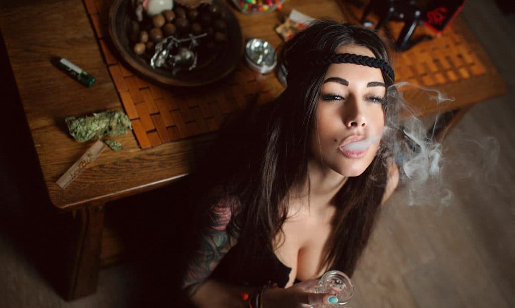 Study Shows That Women Who Smoke Weed Are Smarter Than Those Who Don't