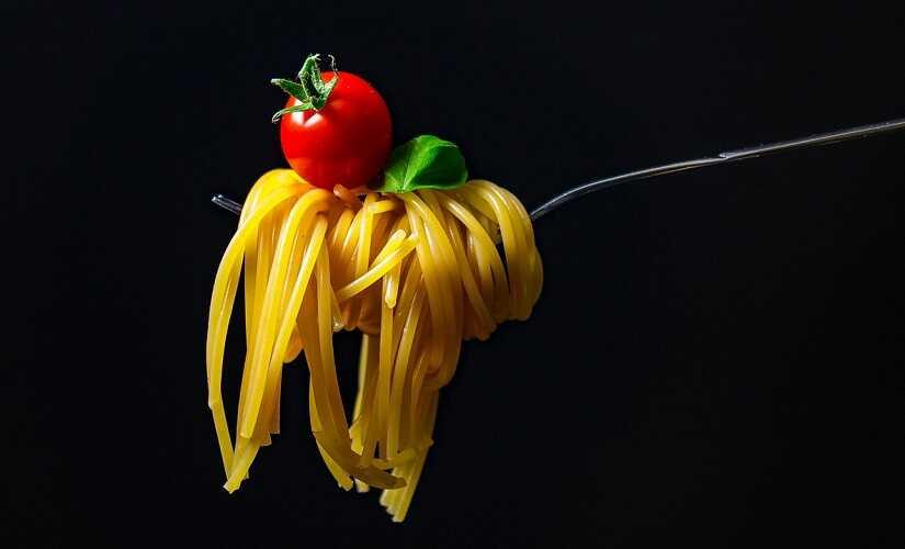 spaghetti with cherry tomato