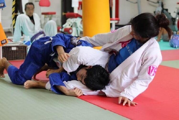 two girls training in brazilian jiu jitsu